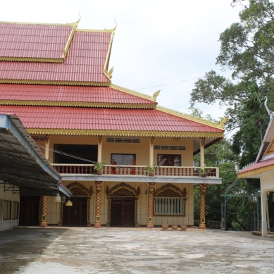 Krom Pagoda and Wat Leu Temple
